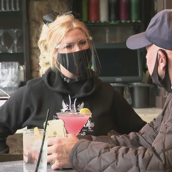 Customers are seen at a Southern California restaurant in this file image. (KTLA)