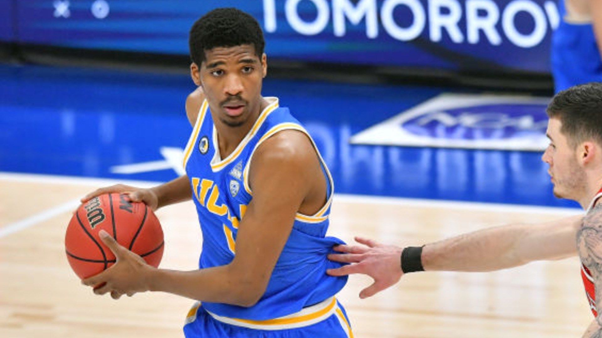 Chris Smith of the UCLA Bruins looks for a pass during the second half at Rocket Mortgage Fieldhouse on December 19, 2020 in Cleveland, Ohio. (Photo by Jason Miller/Getty Images)