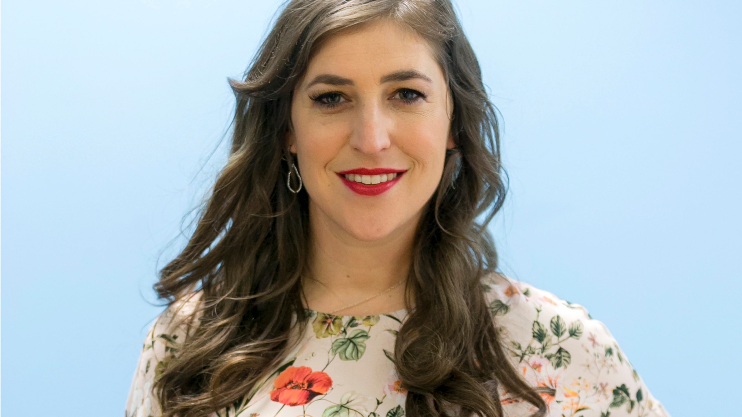 """In this May. 23, 2017, file photo, Mayim Bialik poses for a photo in Los Angeles. """"Jeopardy!"""" is back to guest hosts after the resignation of new host Mike Richards, and actor Mayim Bialik will return as the first. (AP Photo/Damian Dovarganes)"""