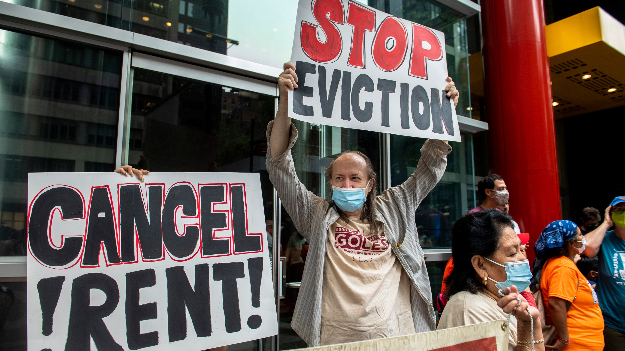 Housing advocates protest on the eviction moratorium in New York on Aug. 4, 2021. (Brittainy Newman / Associated Press)