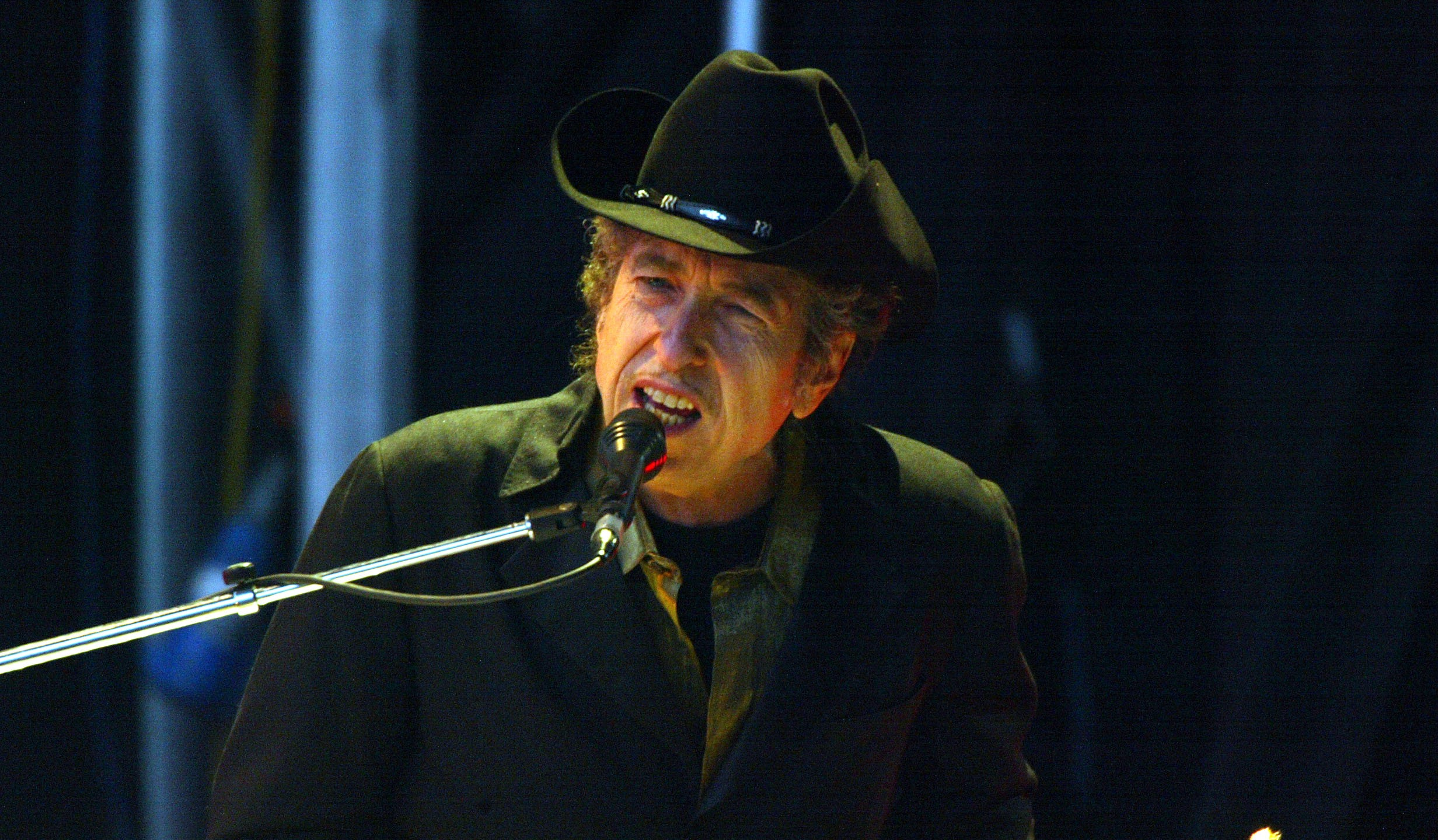 Singer Bob Dylan performs on stage at The Fleadh 2004 at Finsbury Park June 20, 2004 in London, England. (Getty Images)