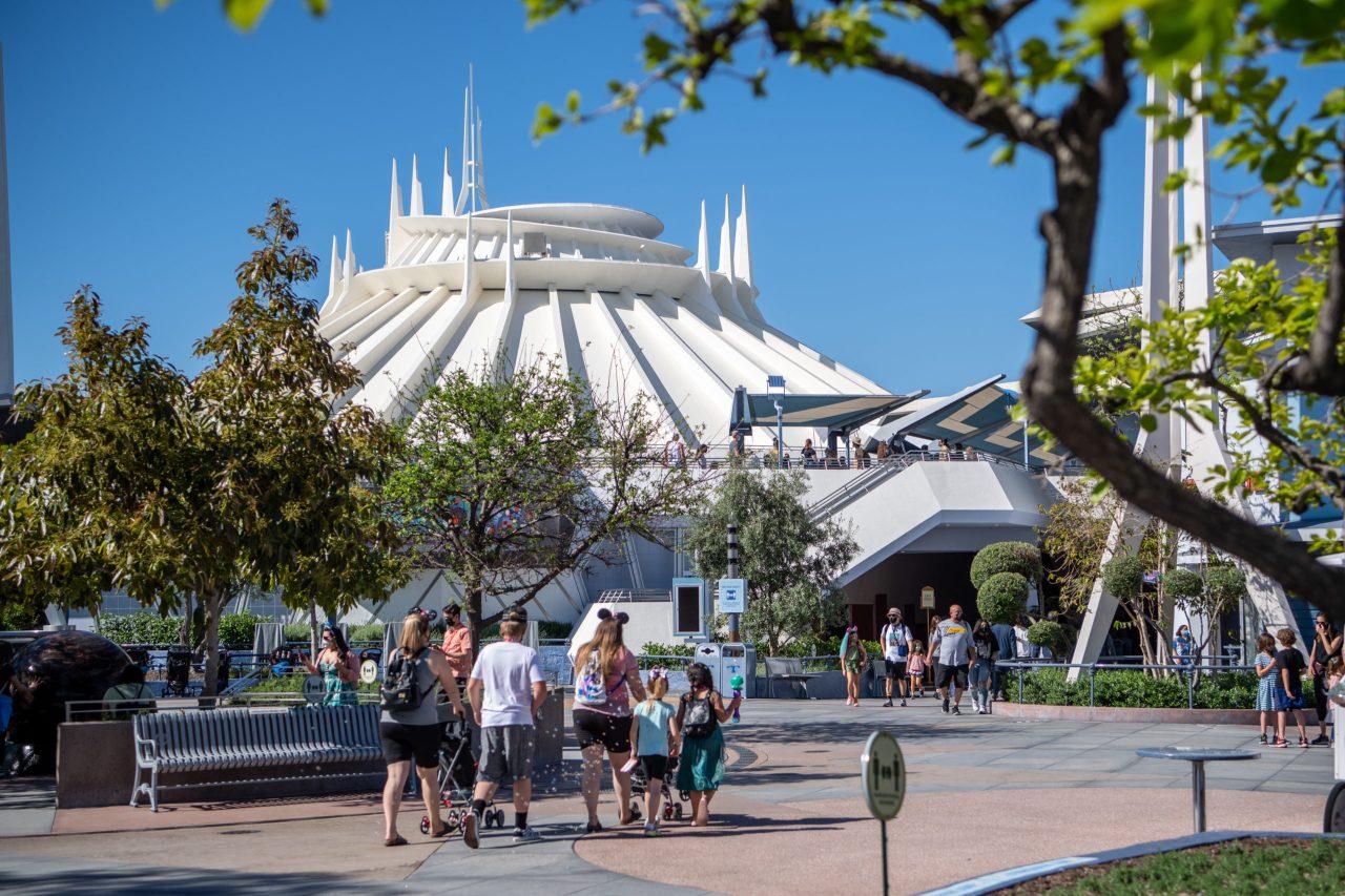 Disneyland set to unveil 'Magic Key' program, apparent replacement for annual passes - KTLA Los Angeles