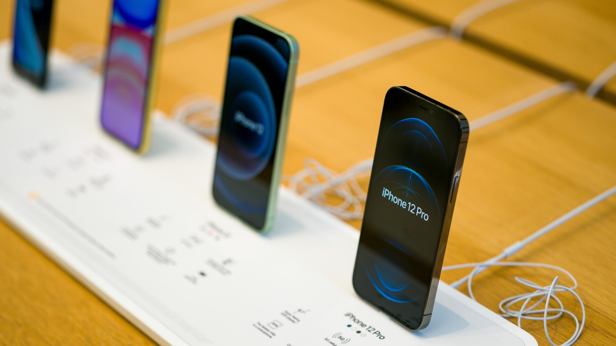 The new iPhone 12 and iPhone 12 Pro on display during launch day on October 23, 2020 in London, England. (Ming Yeung/Getty Images)