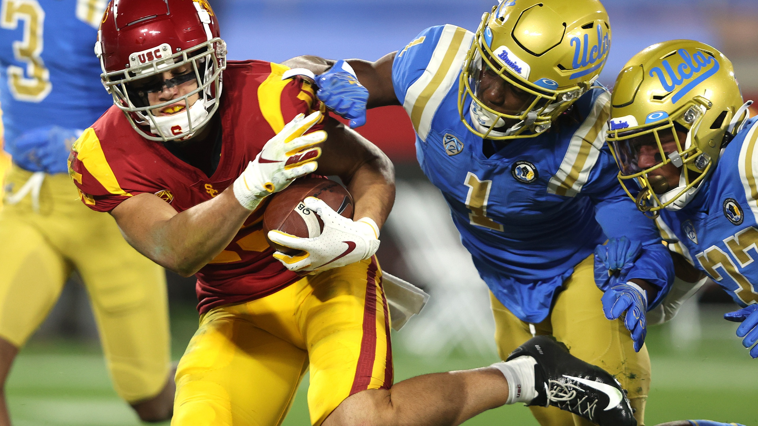 Drake London #15 of the USC Trojans runs past Jay Shaw #1 and Quentin Lake #37 of the UCLA Bruins for a touchdown during the first half of a game at the Rose Bowl on December 12, 2020 in Pasadena. (Sean M. Haffey/Getty Images)