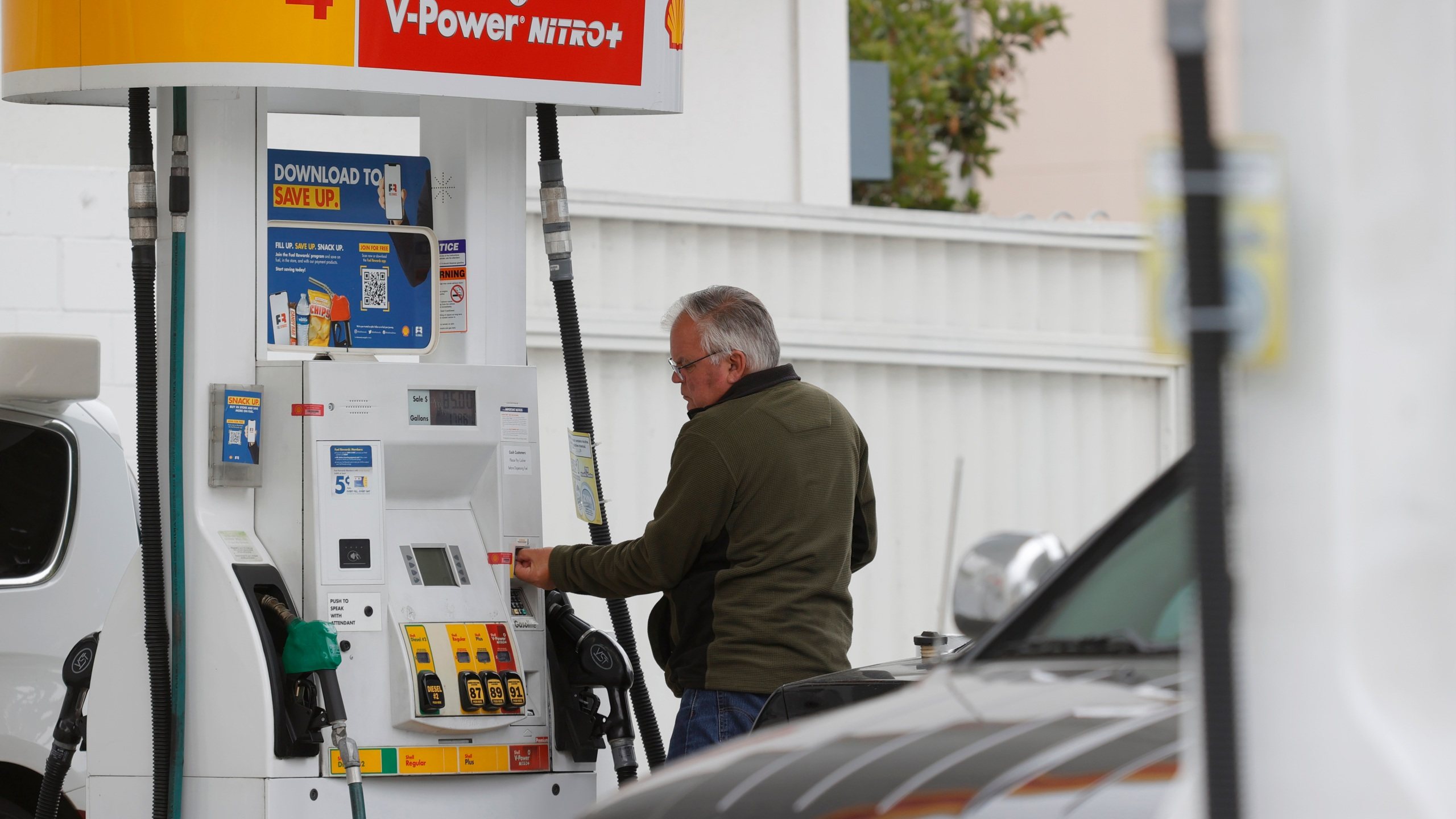 A customer prepares to pump gas at a Shell station on July 12, 2021 in San Francisco. (Justin Sullivan/Getty Images)