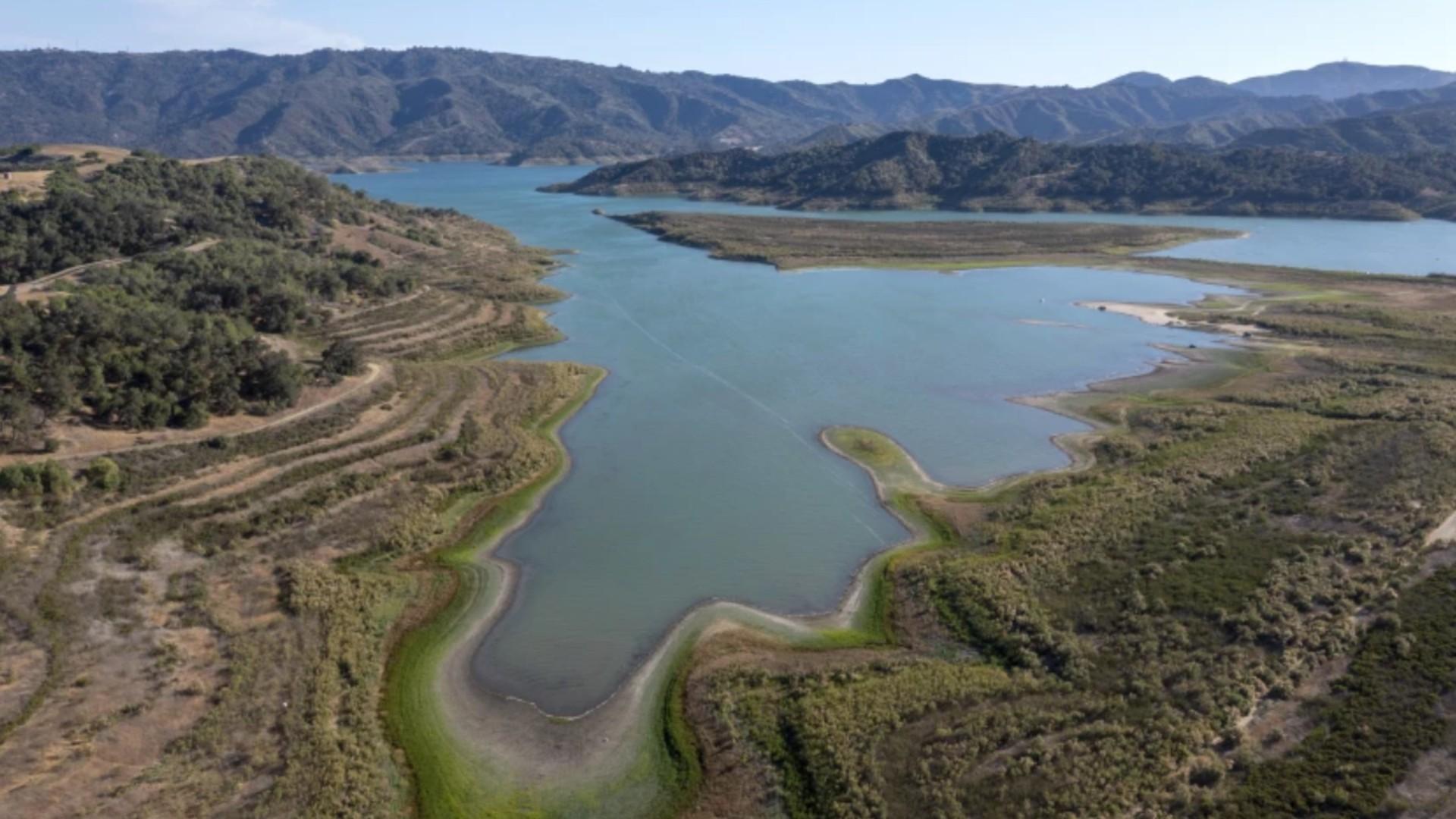 An aerial view of Lake Casitas near Ojai in Ventura County shows a receding waterline on June 22.(Brian van der Brug / Los Angeles Times)