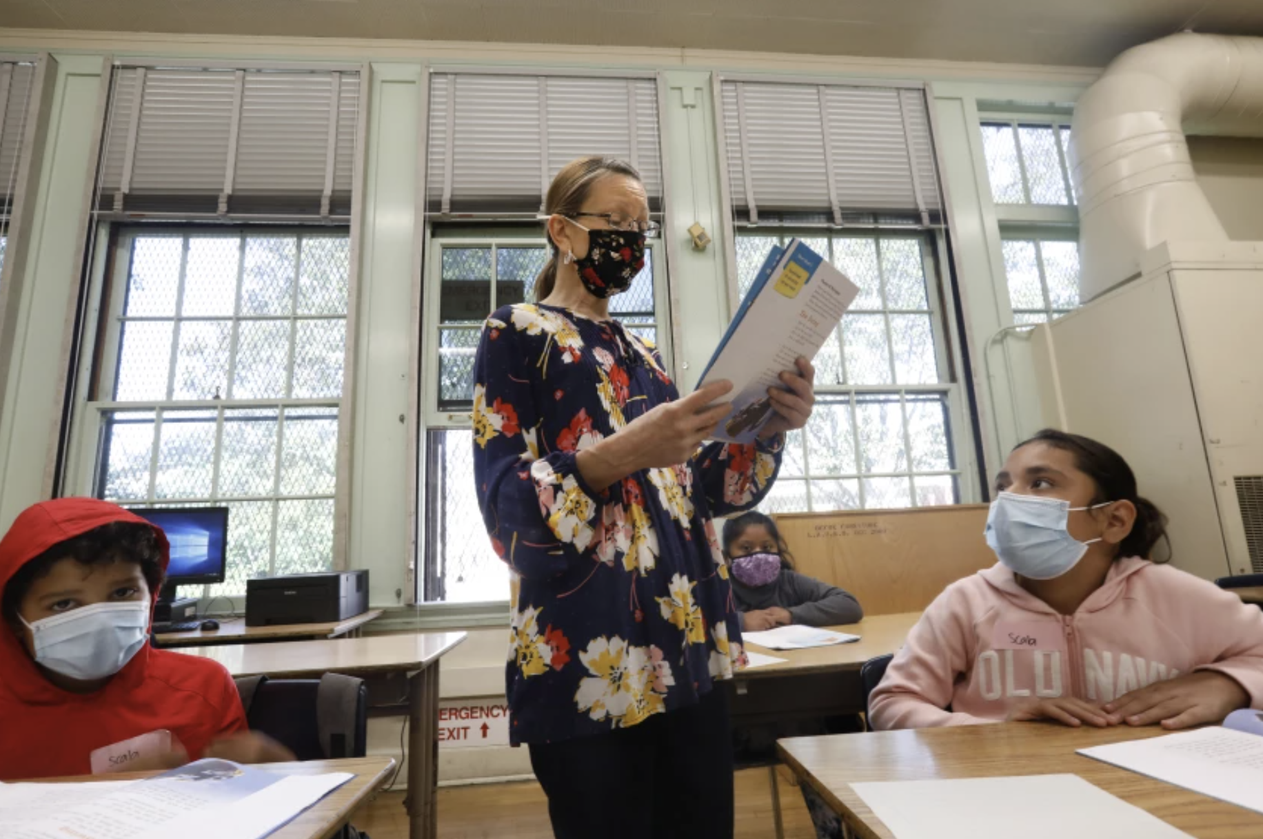 Dorene Scala teaches third grade during summer school at Hooper Avenue School in South L.A. (Carolyn Cole / Los Angeles Times)
