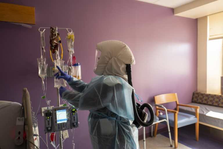 Registered nurse Shawna Gibson prepares an IV and medications for a COVID-19 patient at White Memorial Hospital in Los Angeles on Aug. 13, 2021. (Francine Orr / Los Angeles Times)