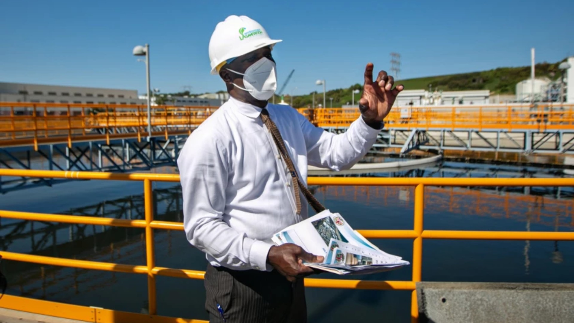Timeyin Dafeta, executive manager of the Hyperion Water Reclamation Plant, speaks to reporters recently during a tour of the plant. (Jason Armond / Los Angeles Times)
