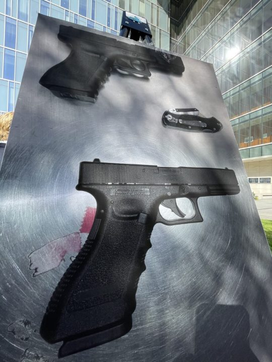 LAPD displayed this image of replica handguns at a news conference on Aug. 4, 2021. (KTLA)