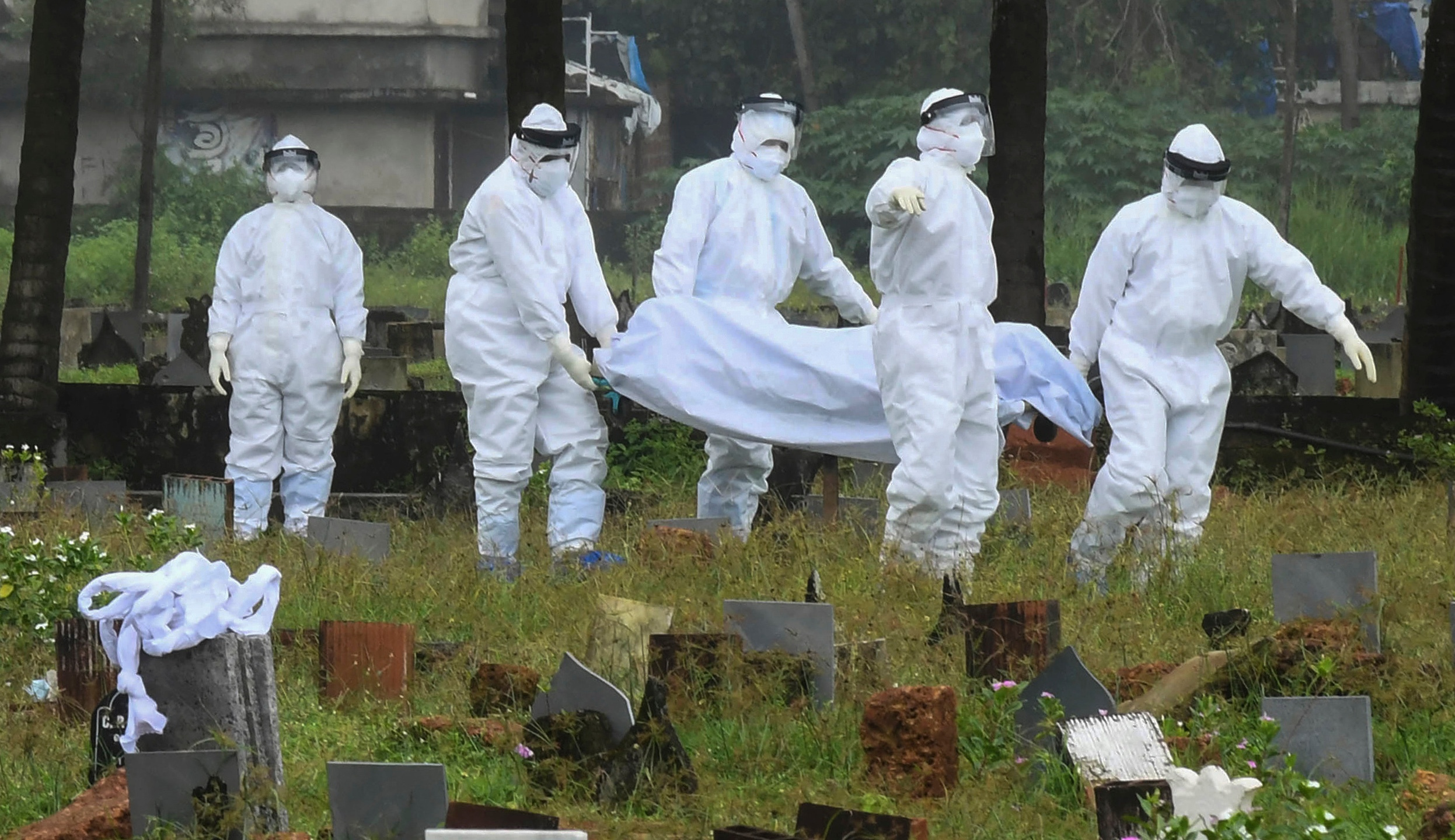 People in protective suits prepare to cremate the body of a 12-year-old boy died of the Nipah virus in Kozhikode, Kerala state, India, Sunday, Sept.5, 2021. The southern Indian state is quickly ramping up efforts to stop a potential outbreak of the deadly Nipah virus, even as it continues to battle the highest number of coronavirus cases in the country. (AP Photo/Shijith. K)