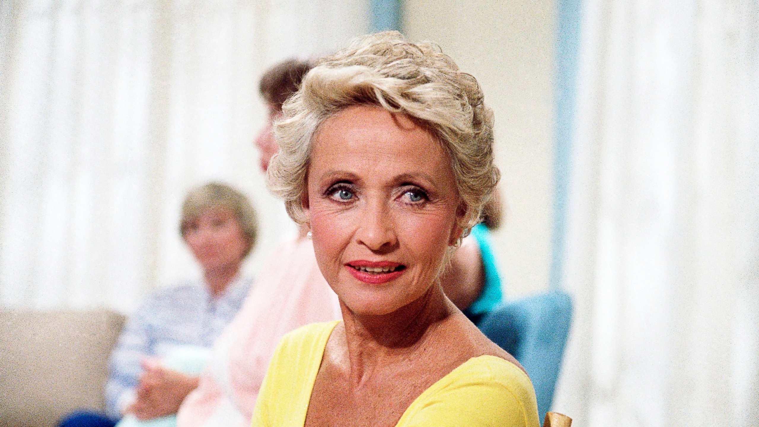 Actress Jane Powell poses for a photo in New York in July 1986. (Richard Drew / Associated Press)