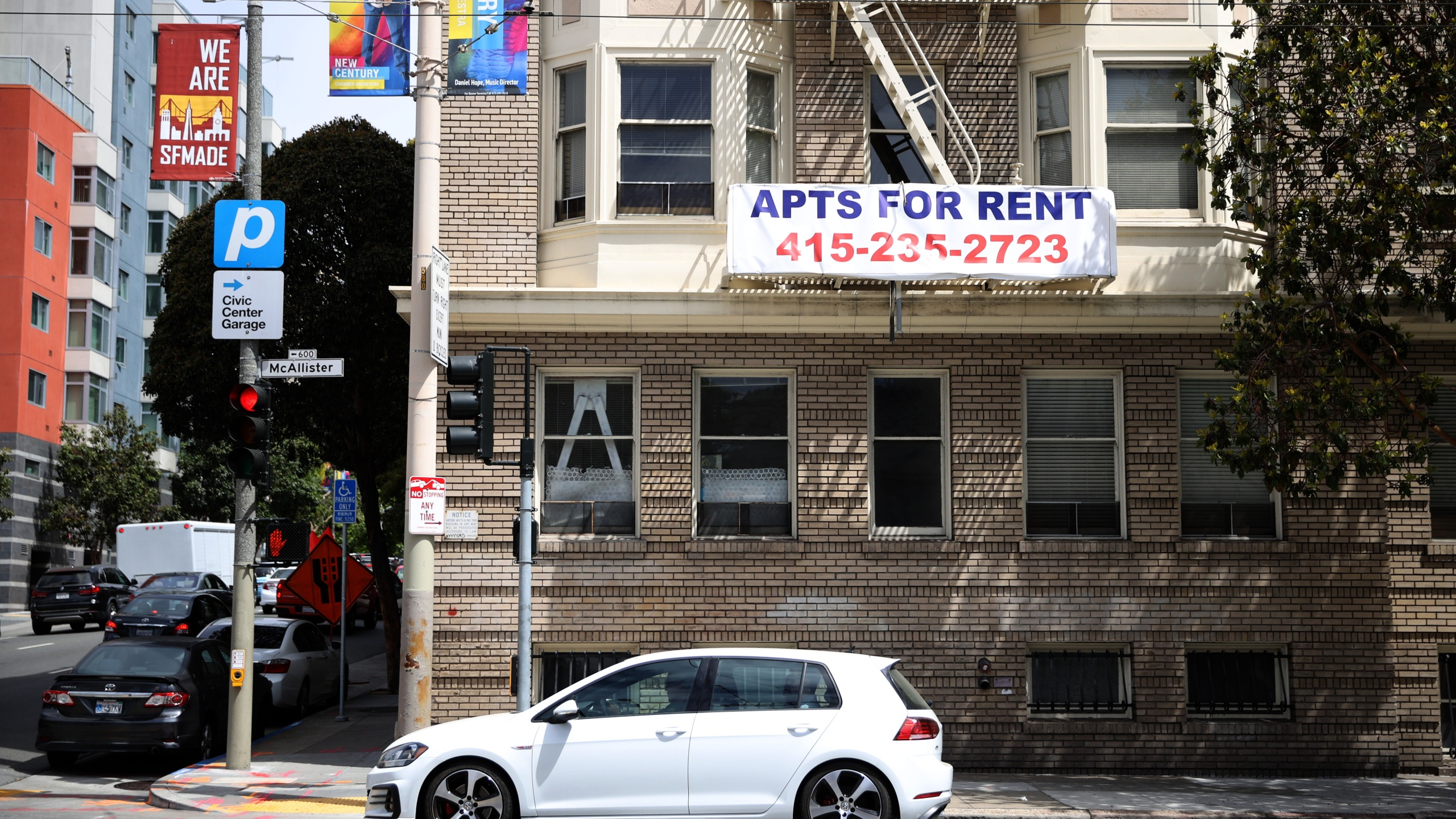 """A """"for rent"""" sign is posted on the exterior of an apartment building in San Francisco on June 2, 2021. (Justin Sullivan / Getty Images)"""