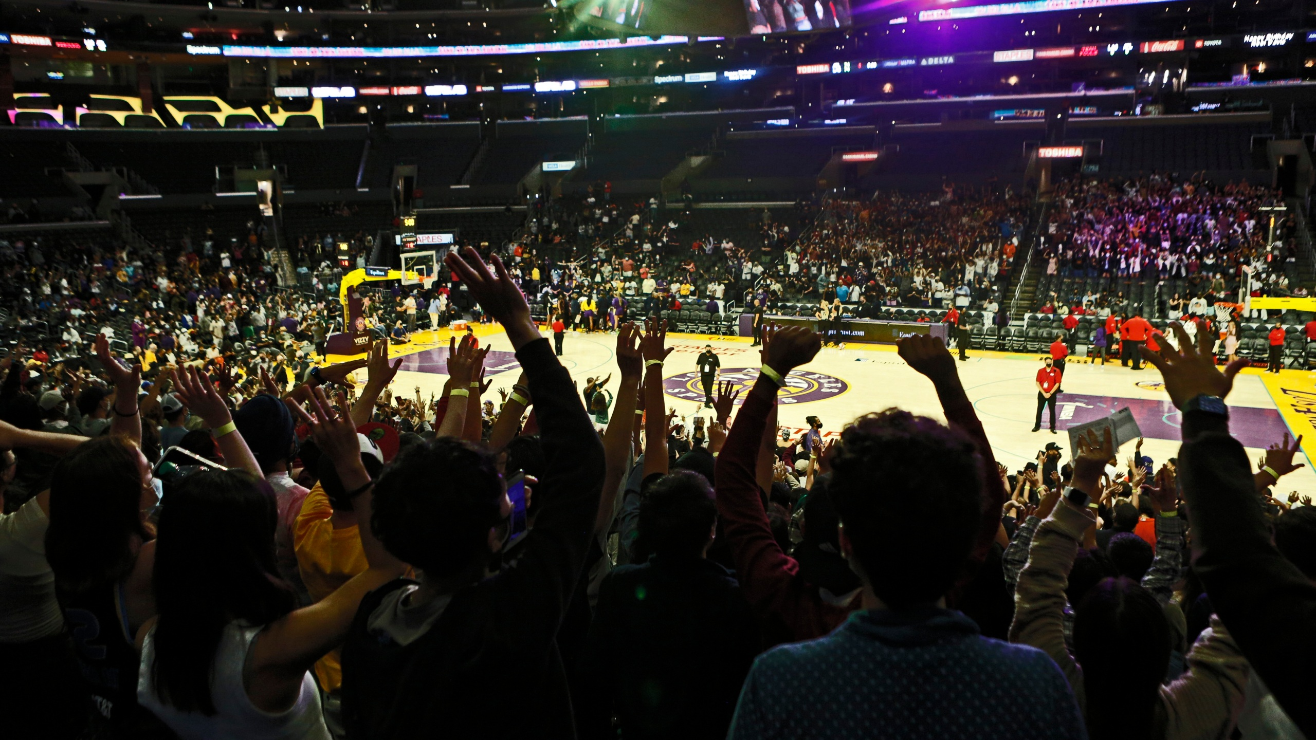 Fans react during a game between the Los Angeles Sparks and the Atlanta Dream at Staples Center on Aug. 17, 2021. (Katharine Lotze/Getty Images)