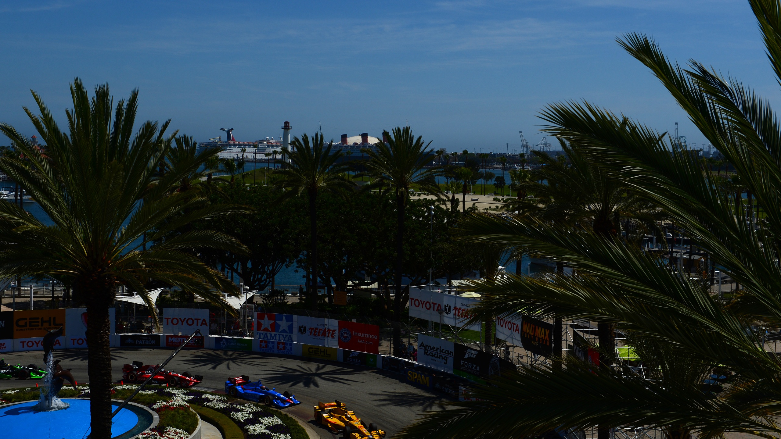 Ryan Hunter-Reay driver of the #28 DHL Andretti Autosport Honda Dallara leads a pack of cars during the Verizon IndyCar Series Toyota Grand Prix of Long Beach on April 19, 2015 on the streets of Long Beach, California. (Robert Laberge/Getty Images)