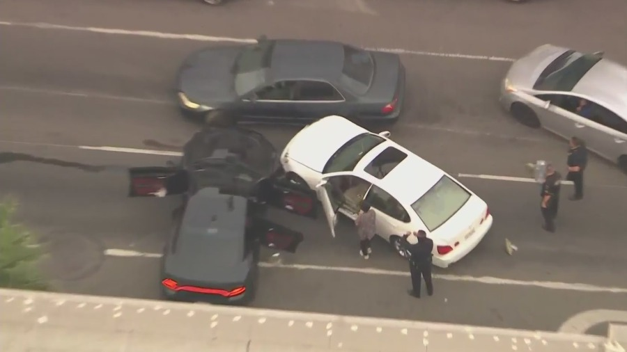 3 detained after pursuit ends in crash in Koreatown: LAPD