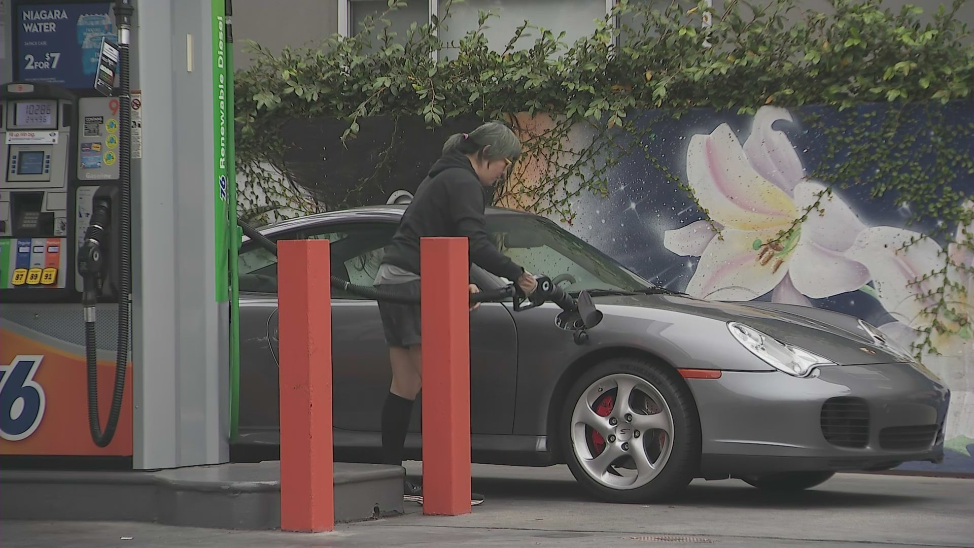 A driver fills up a Porsche with gas in the Los Angeles area on Sept. 27, 2021. (KTLA)