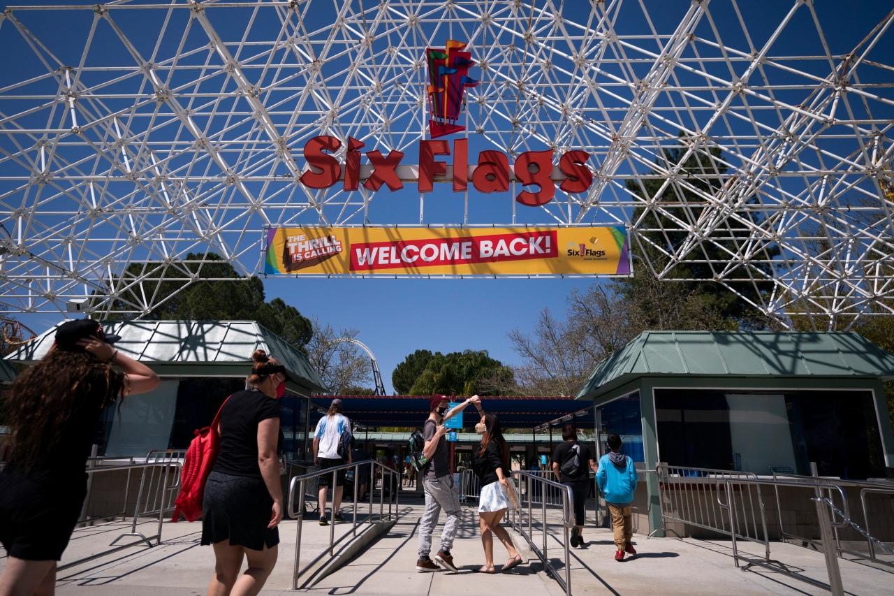 Six Flags Magic Mountain, Universal Studios visitors must have COVID vaccine proof or negative test