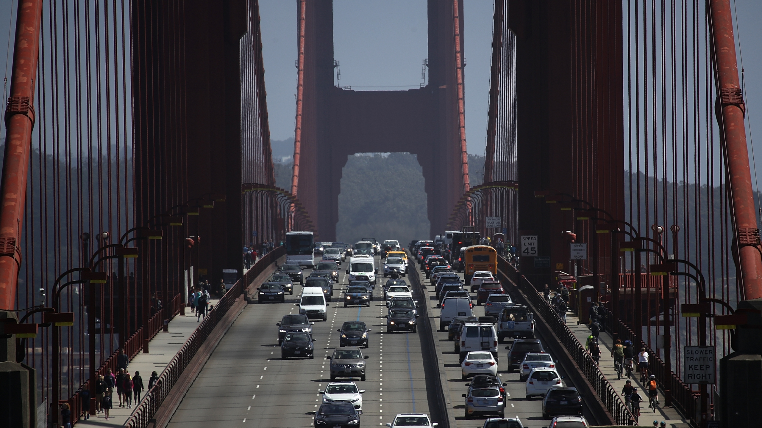 Cars drive over the Golden Gate Bridge on Aug. 2, 2018 in Sausalito. (Justin Sullivan/Getty Images)