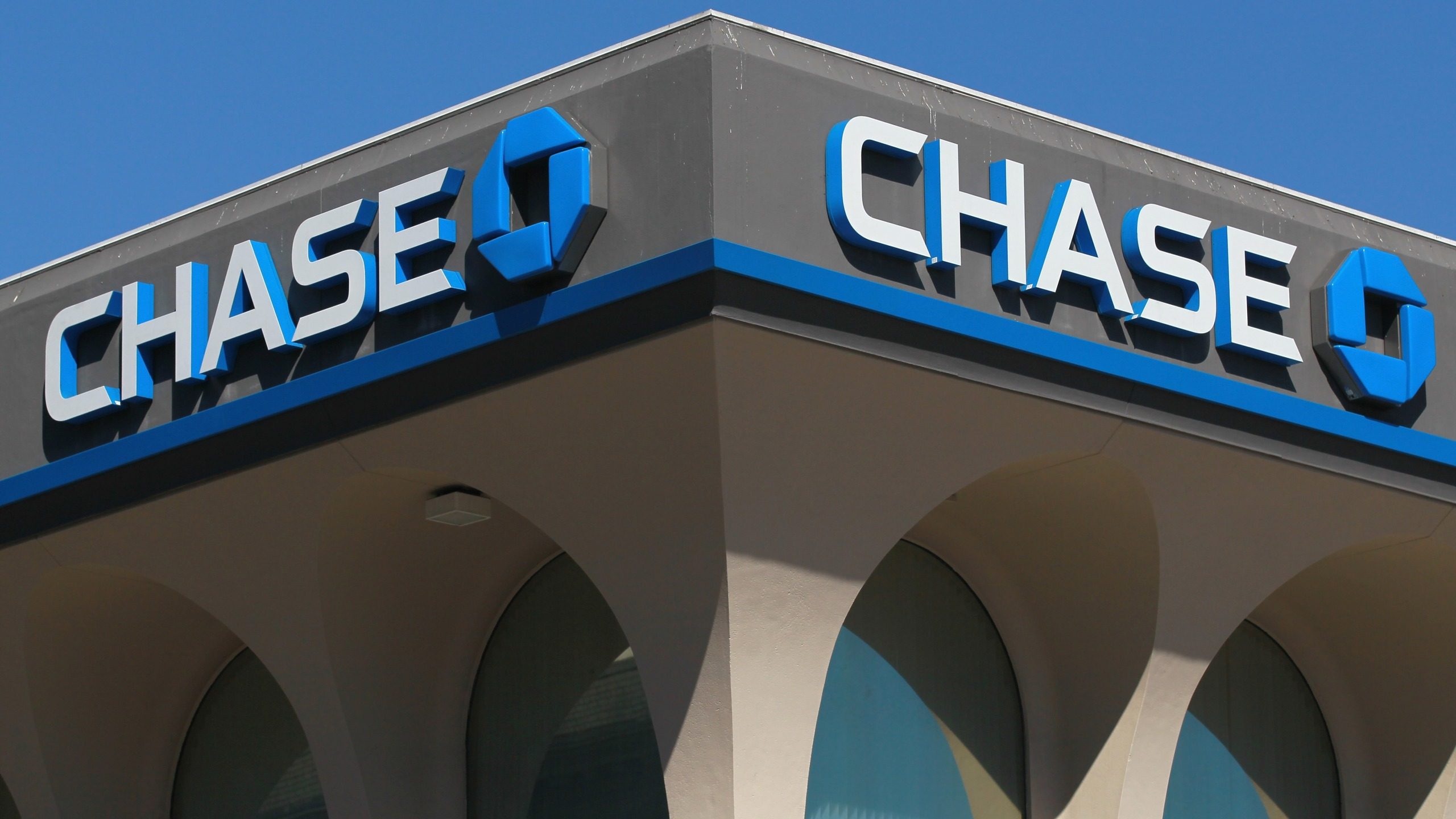 This file photo shows the Chase logo on Oct. 13, 2010 in San Francisco. (Justin Sullivan/Getty Images)