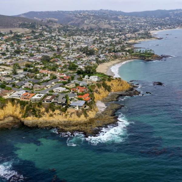 Laguna Beach is seen on Oct. 6, 2021, days after a major oil spill. (Allen J. Schaben / Los Angeles Times)