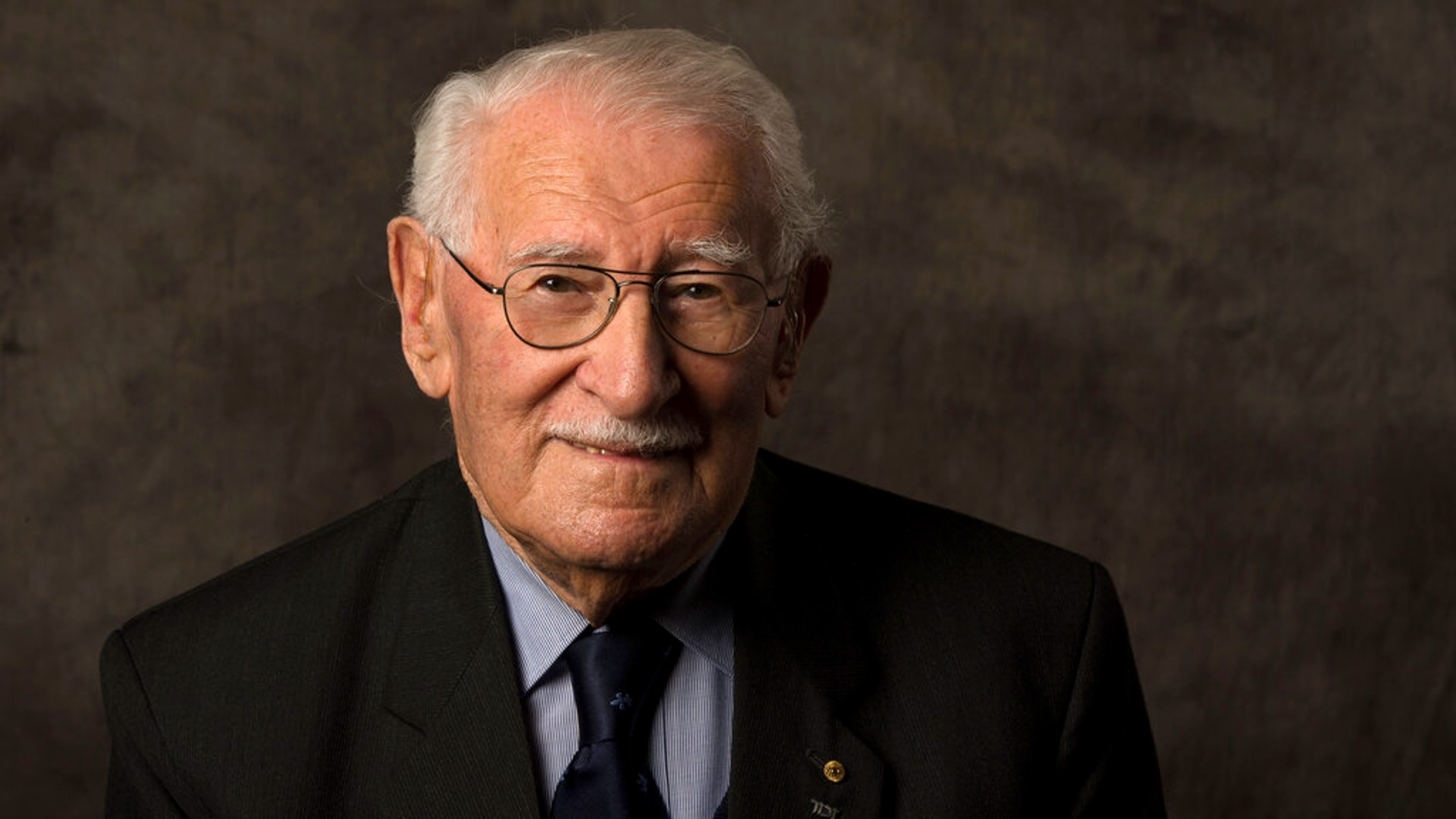 In this undated photo provided by the Sydney Jewish Museum, Holocaust survivor Eddie Jaku poses for a photograph in Sydney, Australia. (Sydney Jewish Museum via AP)